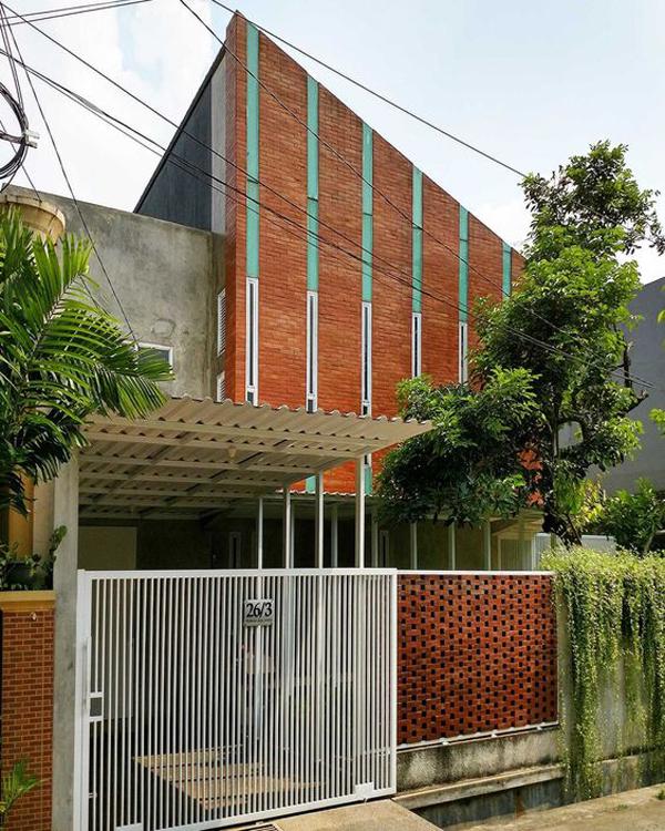 desain-pagar-rumah-modern-bernuansa-alami