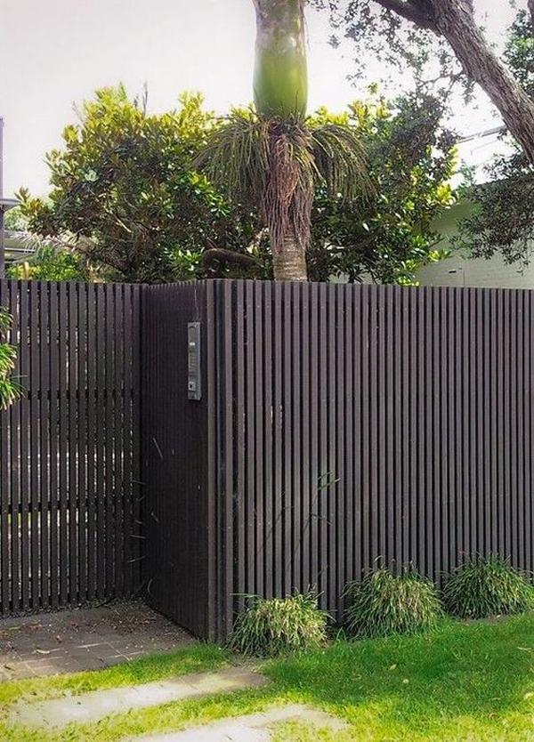 ide-pagar-kayu-hitam-dengan-taman