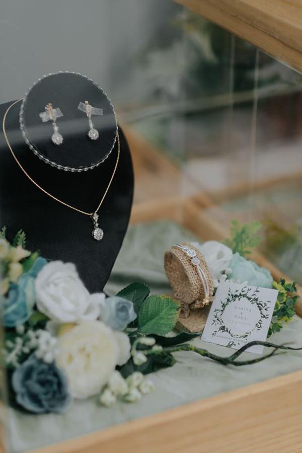 ide-seserahan-perhiasan-bernuansa-vintage