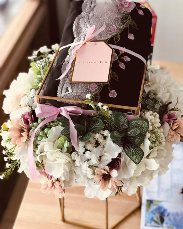 ide-seserahan-pernikahan-dengan-karangan-bunga