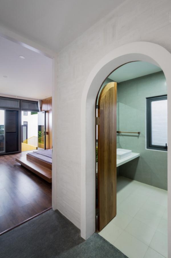 kamar-tidur-kayu-dengan-kamar-mandi-dalam