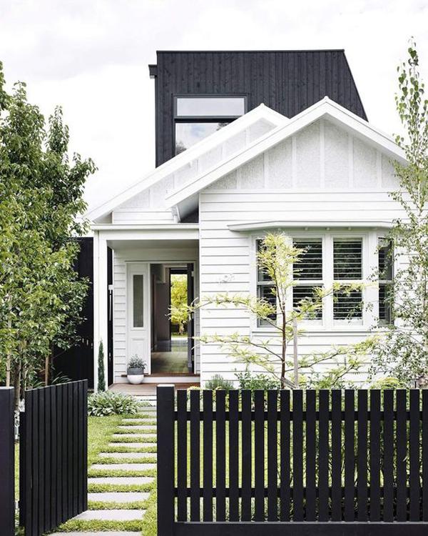 pagar-kayu-minimalis-dengan-cat-hitam