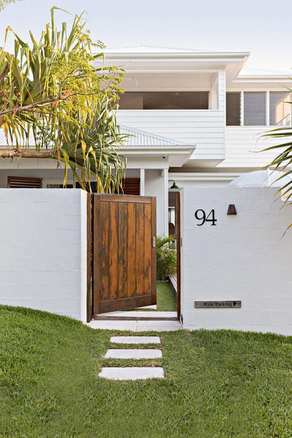 pagar-rumah-dinding-dengan-pintu-gerbang-mini