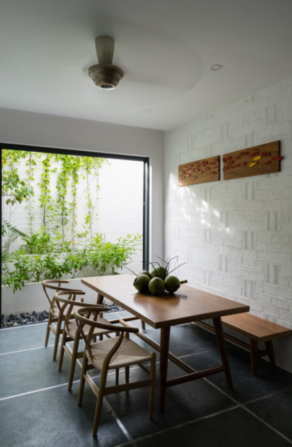 ruang-makan-kayu-dengan-konsep-terbuka