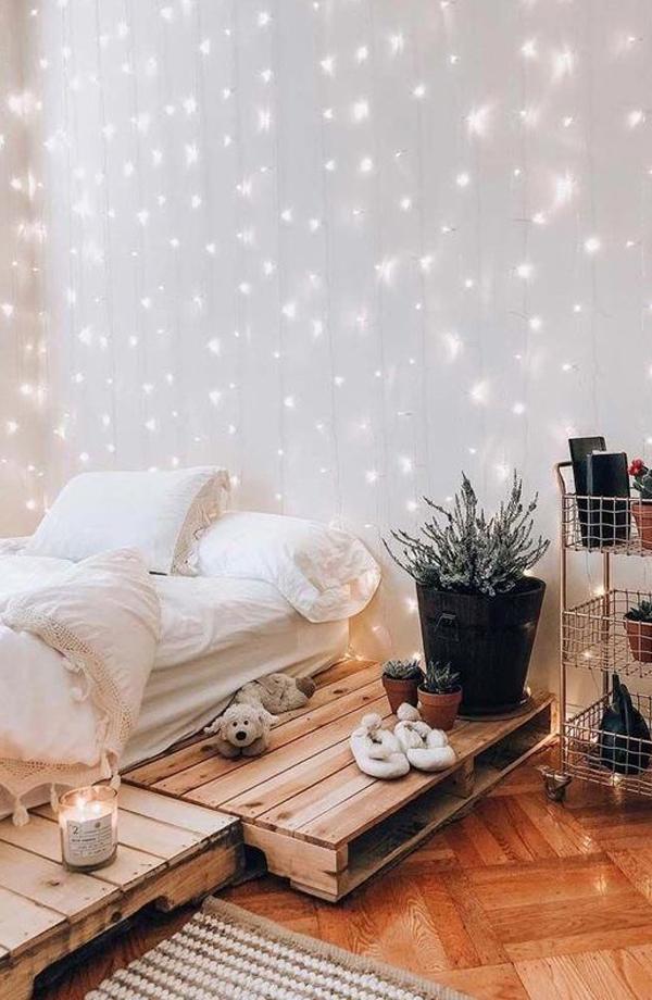 dekorasi-dinding-kamar-tidur-dengan-string-light