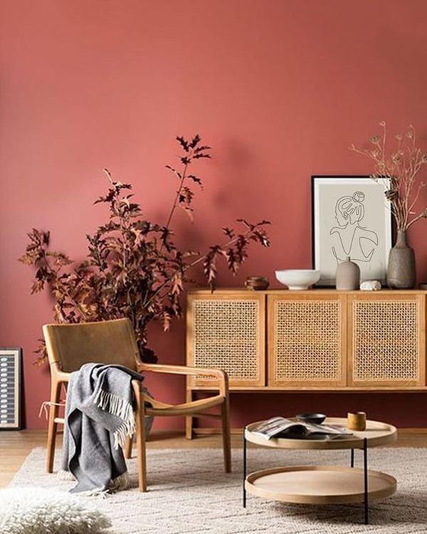 desain-kursi-dan-kemari-kayu-dengan-cat-dinding-terakota