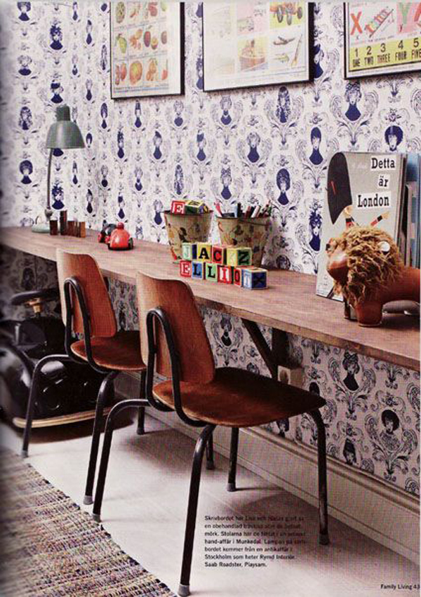 desain-meja-belajar-kayu-bersama-dengan-wallpaper-dinding