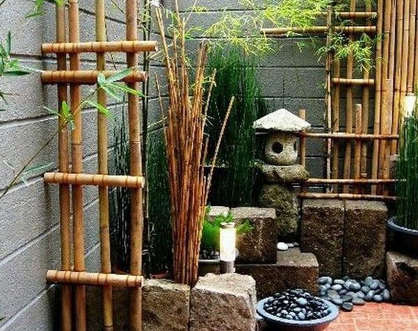 desain-taman-jepang-modern-dengan-dinding-beton-dan-elemen-bambu