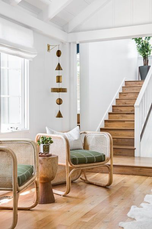 ide-kursi-rotan-alami-dengan-lantai-kayu