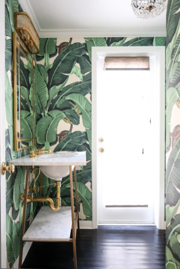 ide-wallpaper-kamar-mandi-bergaya-tropis