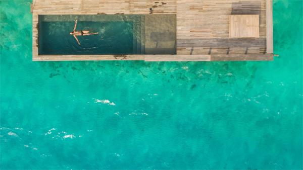 resor-pulau-mewah-dengan-kolam-renang-alami