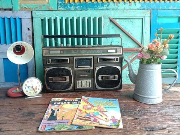 dekorasi-radio-dan-barang-barang-tua
