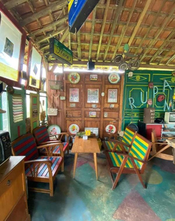 desain-interior-cafe-80s-bernuansa-klasik