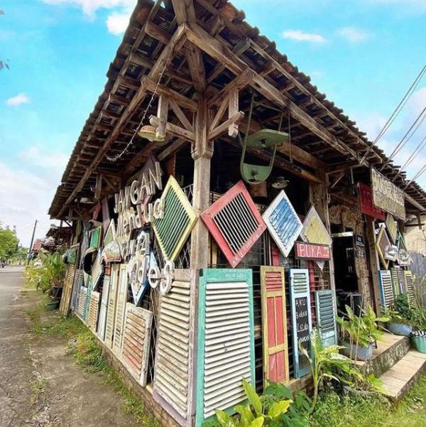 dinding-cafe-80s-bocor-alus-bergaya-vintage