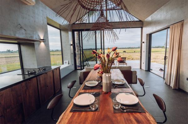ruang-makan-dan-dapur-terbuka-mepet-sawah