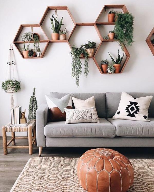 ruang-tamu-minimalis-dengan-rak-tanaman-segi-lima